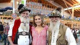 Cathy Hummels, Sarah Brandner, Mandy Capristo - Promi-Fotos vom 6. Wiesn-Tag